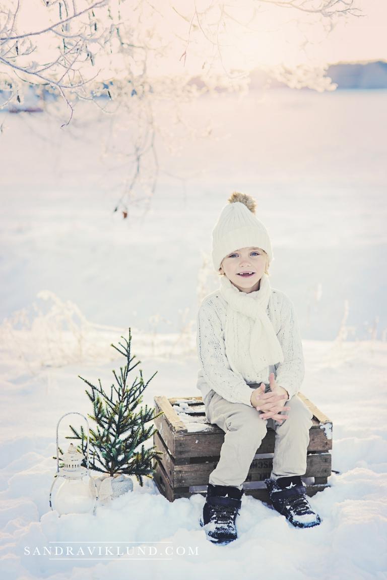 Julfoto julkort vinterfotograferng barnfotograf